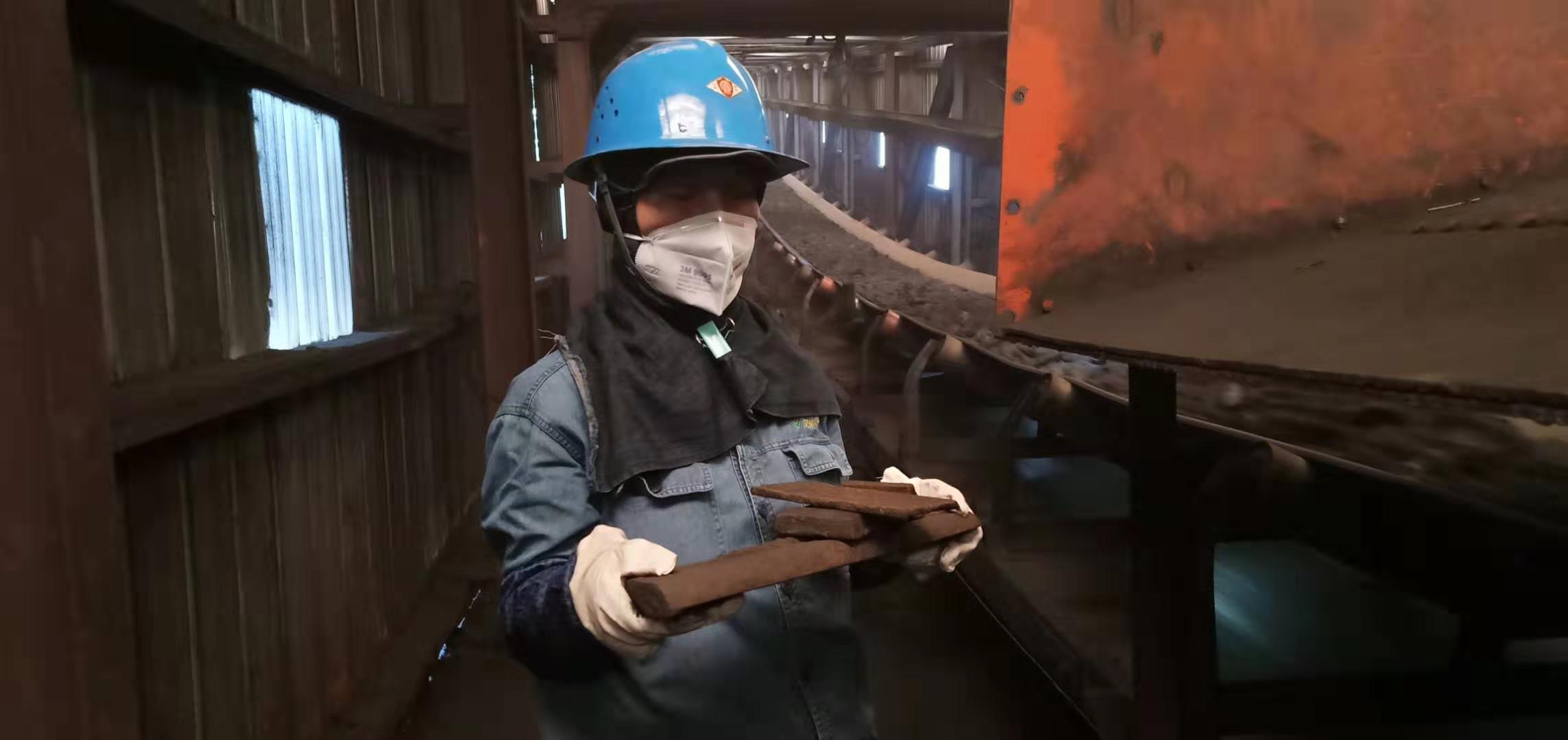 """【一线风采】""""钢花""""朵朵开 —炼铁厂原料车间女工爱岗侧记"""